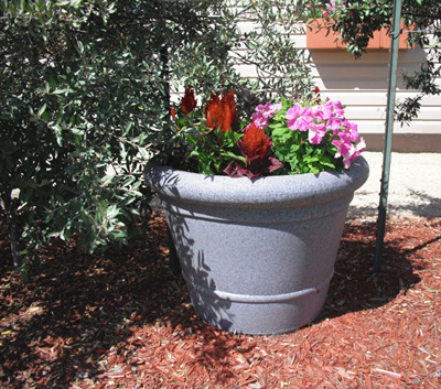 Plaza self watering planter - Equinox