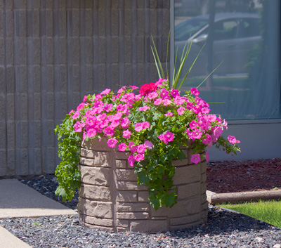 Sierra Stone self watering planter round - equinox